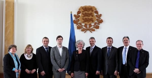 Traditsiooniline ühispilt Saksa ja Eesti parlamendi liikmed. Foto: Merje Meisalu