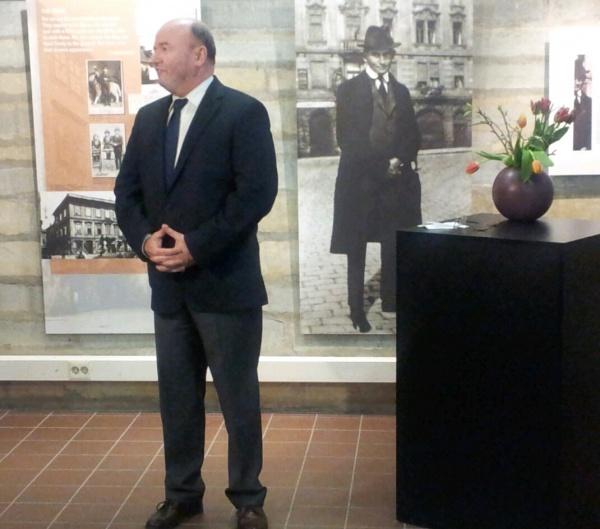 Rahvusraamatukogu nõukogu esimees Igor Gräzin näituse avakõnet pidamas