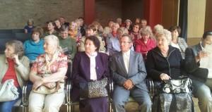 Väärikad tudengid Riigikogu konverentsisaalis kuulamas/küsimas