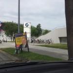 Valimisplakat BMW muuseumi ees