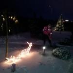 Tabasin hetke, kus korraga kaadris nii jõulukaunistused kui kõnniteed lumest puhastav abikaasa:) Kui kaunis foto:)