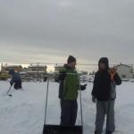 Kui lumi lükatud, oli aega juttu puhuda. Taamal ehitatakse lasteaeda.