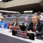Venemaa delegatsioon kuulab kõnesid, tõlge on ka vene keelde.
