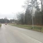 Värsked  tänavavalgustuspostile otsasõidu jäljed