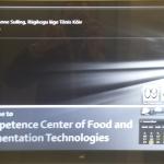 Elektrooniline infotahvel labori sissepääsul teatab külalistest
