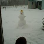Pole hekki ega isegi veel liivakasti, aga lumememme ehitamist see ju ei sega
