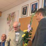 otol õnnitleb Agu Laius sünnipäevalist Kaarel Kaisi, taustaks presidentide fotod